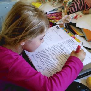 Warum Zoe ihre Schulbücher selbst beschaffen muss...